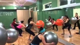 Фитбол.FITBALL. Тренировка для похудения.Гольфстрим -студия йоги и фитнеса.