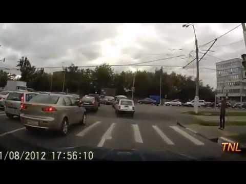 Compilação - Os acidentes de carro mais incríveis