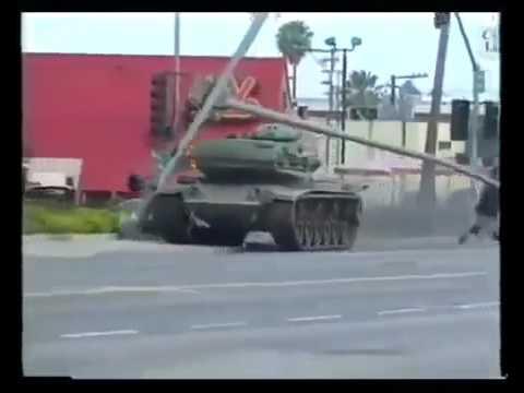 衝撃!)アメリカで戦車の暴走、...