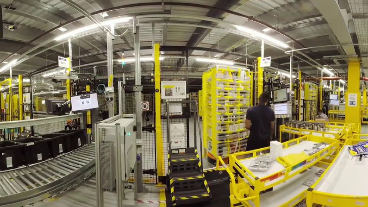 See Inside An Amazon Warehouse  360 Vr  Youtube
