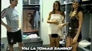 Nicole do Panico tomando banho
