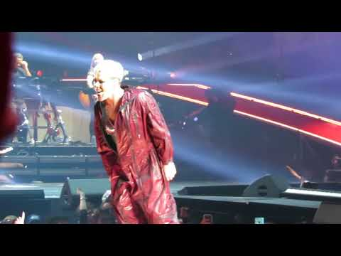 PINK - 11 - Raise Your Glass - Vancouver 2018