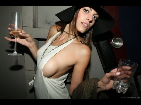 Sideboob Girl Loves To Party