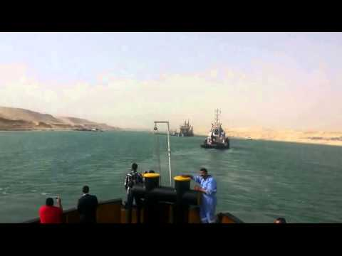 New Suez Canal: a scene in the dredgers and work 24 hours June 9, 2015