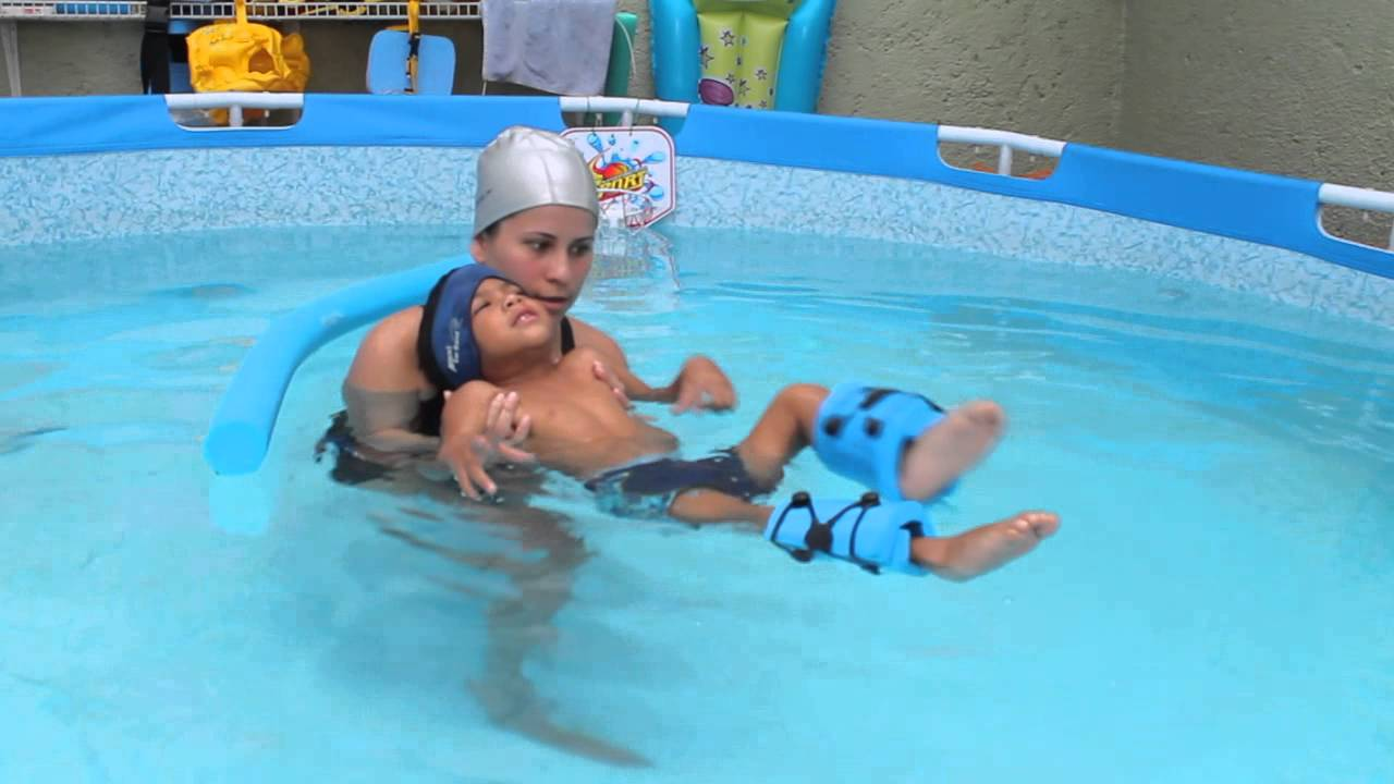 Piscina terapeutica infantil youtube for Follando con el limpia piscina