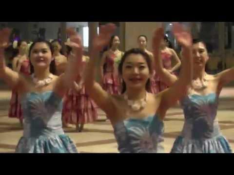女子大生のフラダンス 「THE OLD HAWAIIAN WAY - THE BIG KAHUNA」