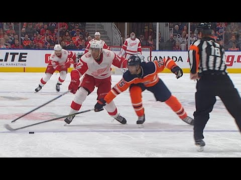 11/05/17 Condensed Game: Red Wings @ Oilers