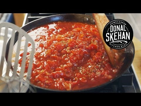 How to make... Basic Tomato Sauce!