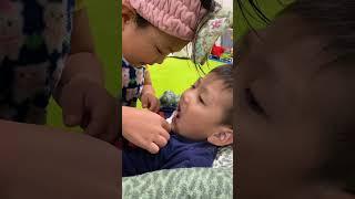 あいちゃんしーくんの歯を磨く