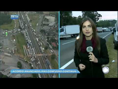 Caminhoneiros bloqueiam a rodovia Régis Bittencourt nesta sexta-feira (25)