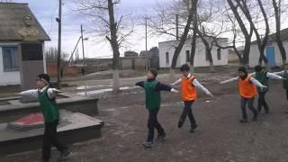 Урок физкультуры в 4 в классе Разминка