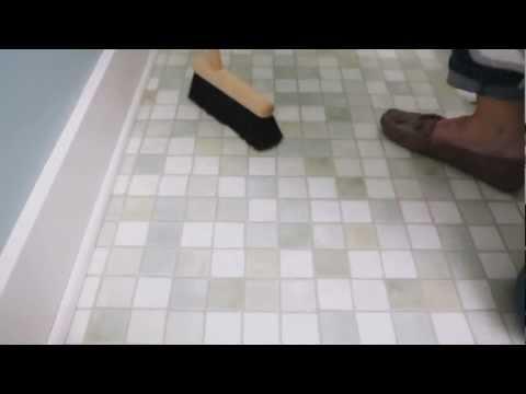 How to Clean a Bathroom Floor