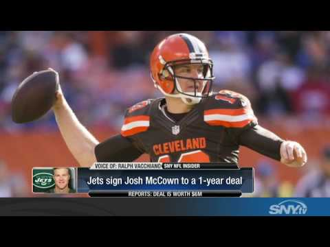 The New York Jets sign quarterback Josh McCown