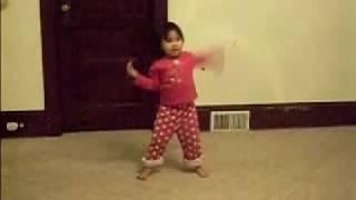 Niña bailando como Michael Jackson-Thriller