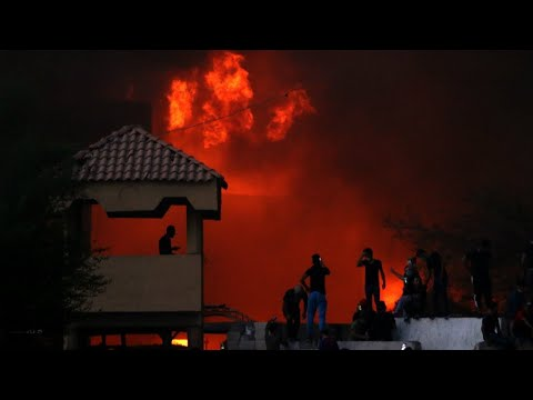 العبادي يدعو للتعامل بحزم مع المتظاهرين إثر إضرام النار في القنصلية الإيرانية في البصرة  - 11:55-2018 / 9 / 10