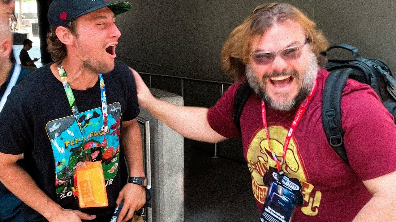 17e53ba96a17 Jack Black Snuck Up On A Fan Wearing A 'Tenacious D' T-Shirt And His  Reaction Was Incredible - Digg