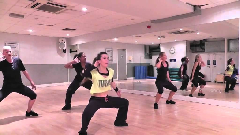 Zumba - Reggaeton- Daddy Yankee - Machete - YouTube