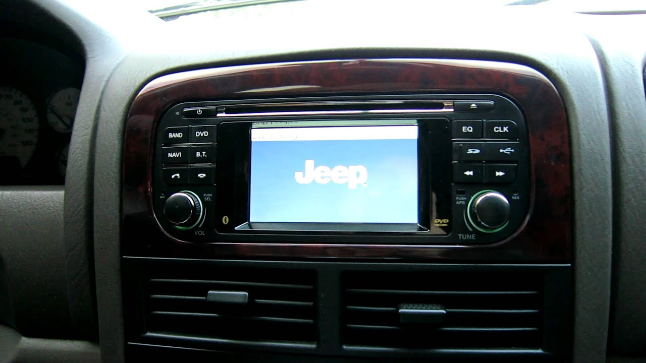 grand cherokee in dash gps touchscreen youtube. Black Bedroom Furniture Sets. Home Design Ideas