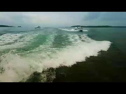 Ketika MV Miko Natalia disalip MV Polewali Express