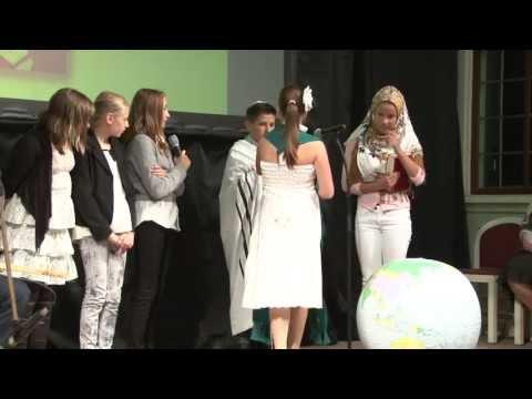 Oberschule Roter Sand bei der Preisverleihung in Bad Homburg 2013 - Bühnenauftritt der SchülerInnen