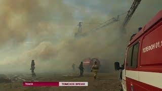 Пожар в Томске на территории деревообрабатывающего предприятия в поселке 2-ом ЛПК