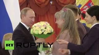 كيف قام بوتين بتهدئة طفلة صغيرة حين أجهشت بالبكاء؟