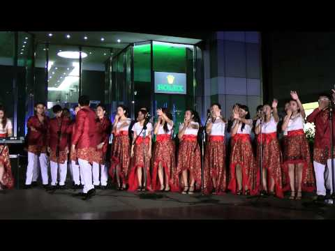 Christmas Carolling 2013 at Orchard Road Singapore by Celebration Of Praise (full video)