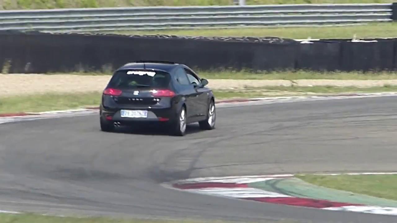 Circuito Varano De Melegari : Aston martin sulla pista varano de melegari parma regali