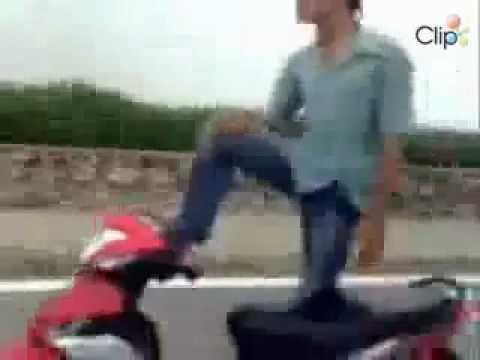 [Viet9.info] Chạy xe 1 tay tại Hà Nội