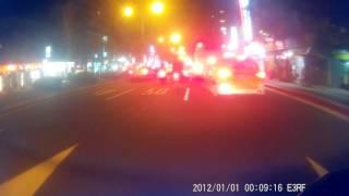 北市快車道開放一般機車路權,更要注意左轉安全.