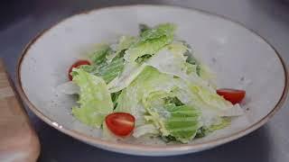 """Готовим для Вас знаменитый салат """"Цезарь"""" с сёмгой"""