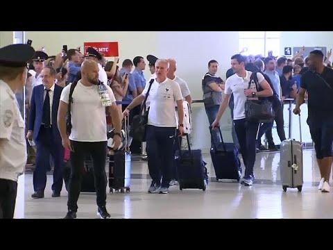 شاهد: لاعبو المنتخب الفرنسي يغادرون مطار موسكو وسط أجواء من الفرح…  - نشر قبل 2 ساعة