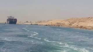 لحظة عبور أول سفينة بقناة السويس الجديدة امام منصة الافتتاح 25يوليو 2015