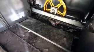 Так падает лифт(Плохие новости: в падающем лифте ты не выживешь. Даже если подпрыгнешь за секунду до его столкновения с..., 2015-06-08T23:11:11.000Z)