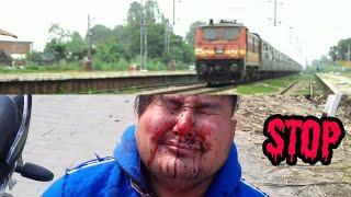 Railway crossing | please do not cross railway line too early | indian railway | 3aps ki vines