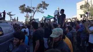 أهالي معرة النعمان يتظاهرون تحت شعار