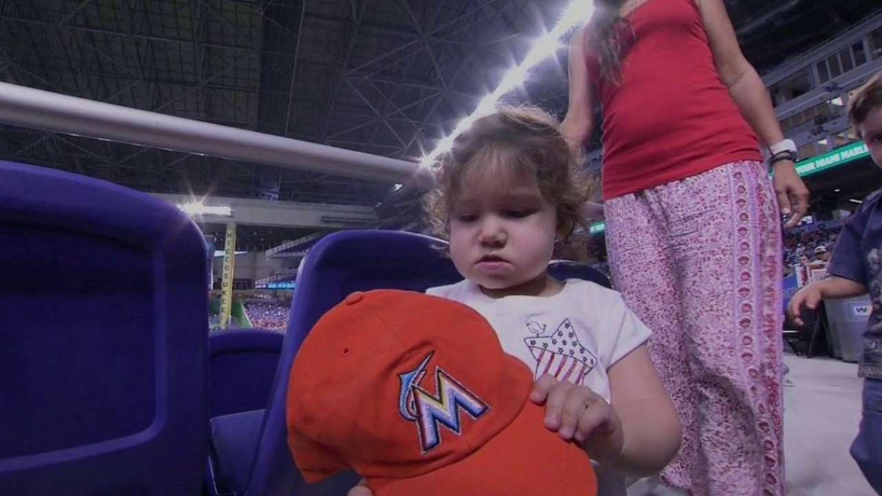 Balmia Young Marlins Fan Does Not Want To Wear Hat Youtube Ichiro Red
