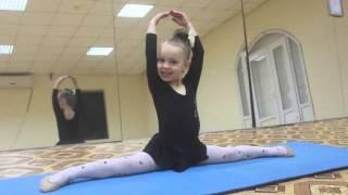 Маленькая гимнастка .София.4 года.