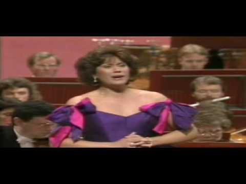 "Dame Kiri Te Kanawa sings ""S'altro che lagrime"" - Mozart"