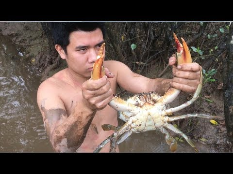 Primitive Technology with Survival Skills looking Crab and Frog for food