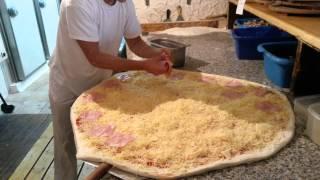 Super jumbo pizza