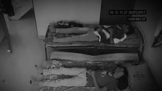 Nếu Bạn Không Tin Có Ma Hãy Xem Video Này - Đang Ngủ Bị Ma Trêu