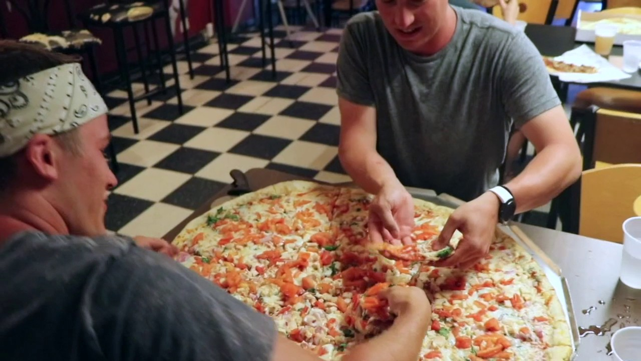 pizza casbah 2 5 foot pizza challenge youtube