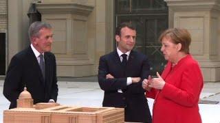 Berlin: Macron et Merkel visitent le Forum Humboldt
