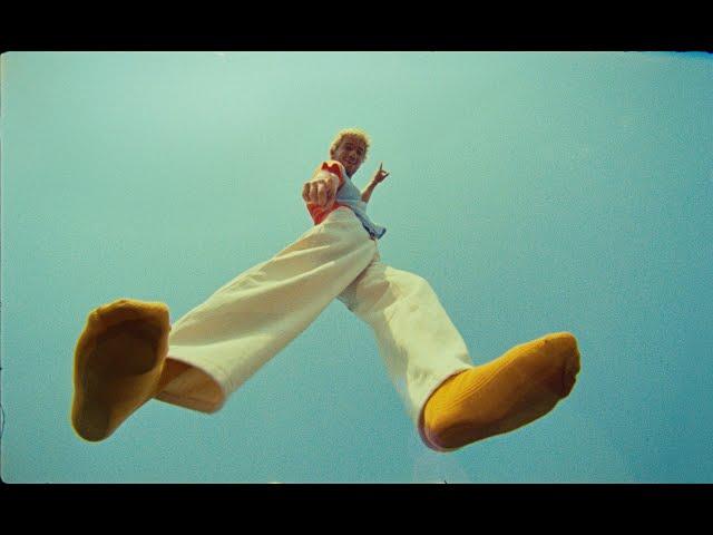 Jeremy Zucker - supercuts (Official Video)