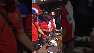 Коста-Риканцы в Нижнем готовят блины. Сегодня футбол
