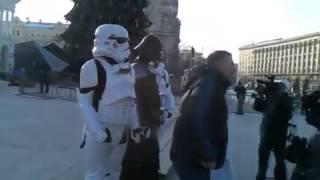 Одесского Дарта Вейдера забросали яйцами в Киеве(, 2012-12-20T14:31:08.000Z)