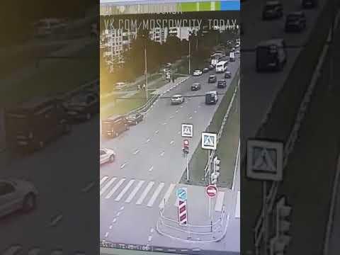 Момент аварии в Зеленограде, другой ракурс, бетономешалка въехала в автобус  ДТП авария москва