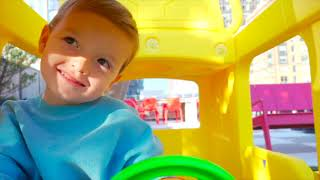 Wheels on the bus | Kids song from Maxwell and Lucas