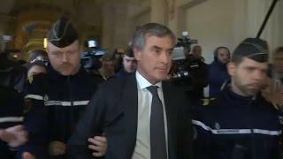 Le silence de Jérôme Cahuzac à sa sortie mouvementée du tribunal